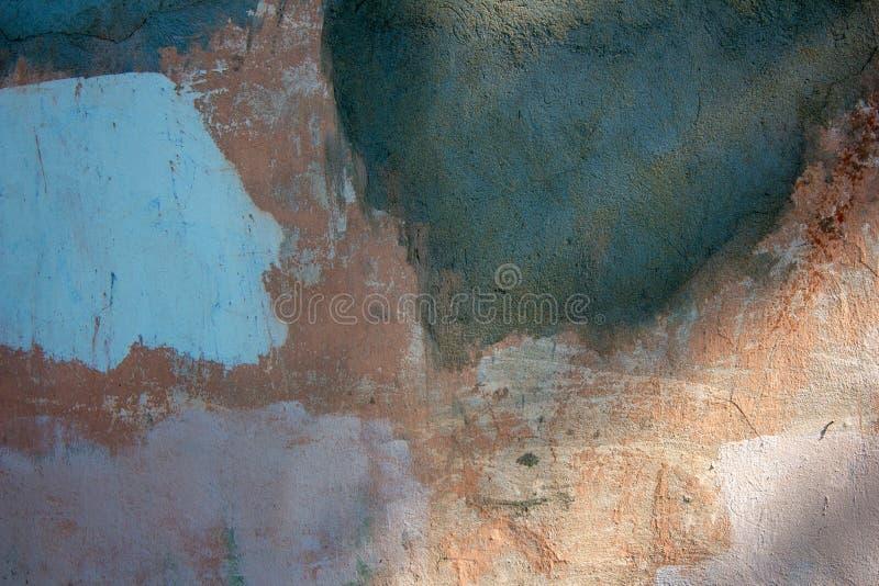 Vecchia parete necessitante la riparazione fotografia stock