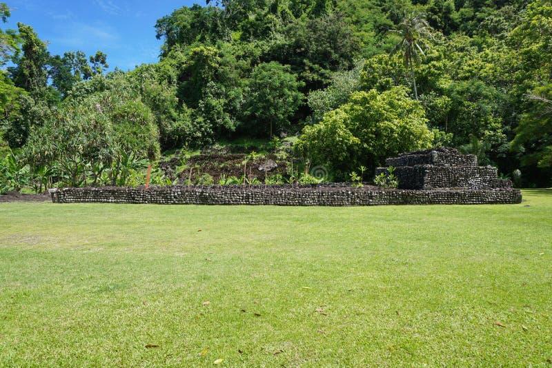Vecchia Polinesia francese di pietra della Tahiti della struttura di Marae fotografia stock libera da diritti