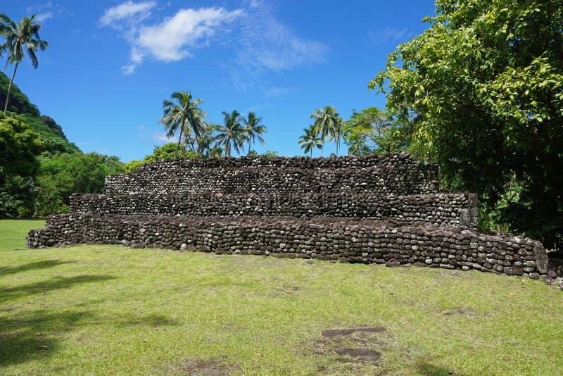 Vecchia Polinesia francese di pietra della Tahiti Marae della struttura immagini stock libere da diritti