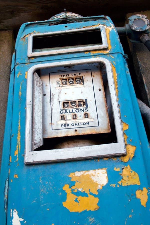 Vecchia pompa della benzina fotografia stock libera da diritti