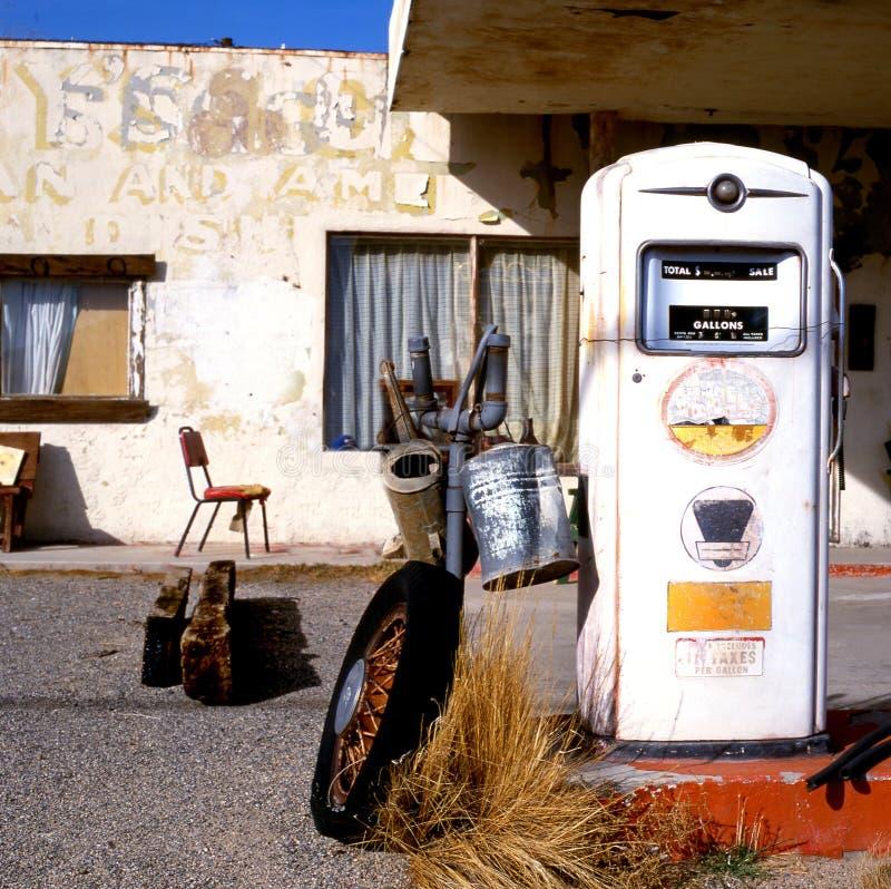 Vecchia pompa di gas all'itinerario 66 fotografie stock libere da diritti