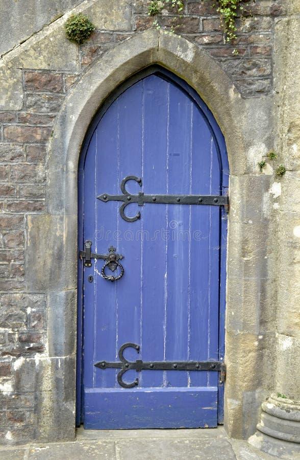 Vecchia porta blu di legno immagini stock libere da diritti