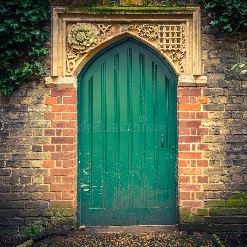 Vecchia porta a Cambridge fotografie stock