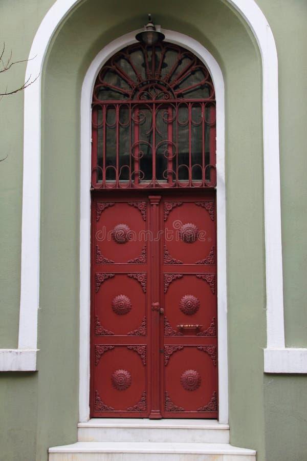 Vecchia porta del ferro fotografie stock