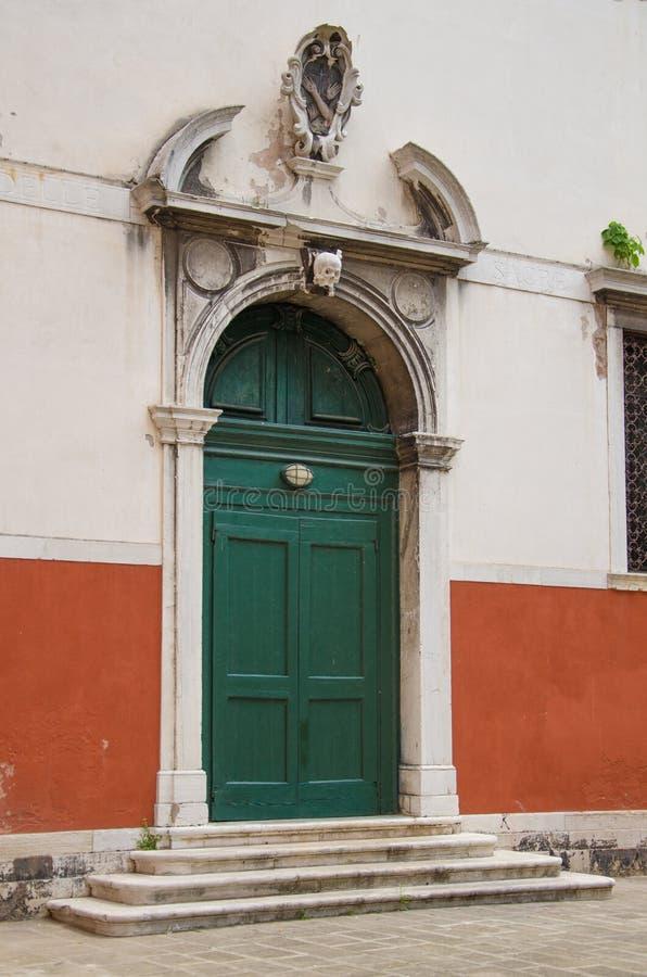 Vecchia porta della chiesa a Venezia immagine stock libera da diritti