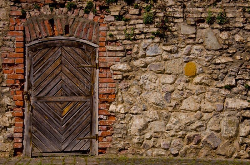 Vecchia porta della fortezza fotografie stock