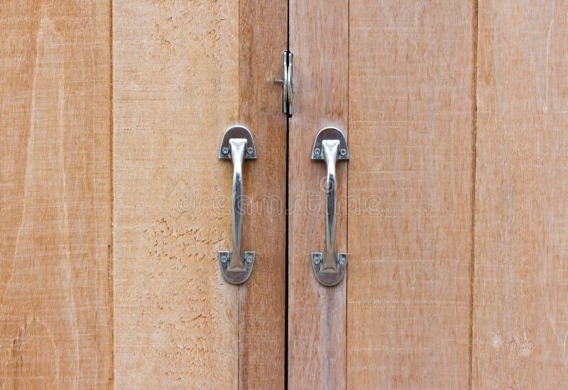 Vecchia porta di legno bloccata fotografia stock