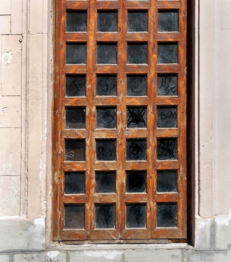 Vecchia porta di legno con le finestre di vetro fotografia stock immagine di portello grata - Finestre di legno ...