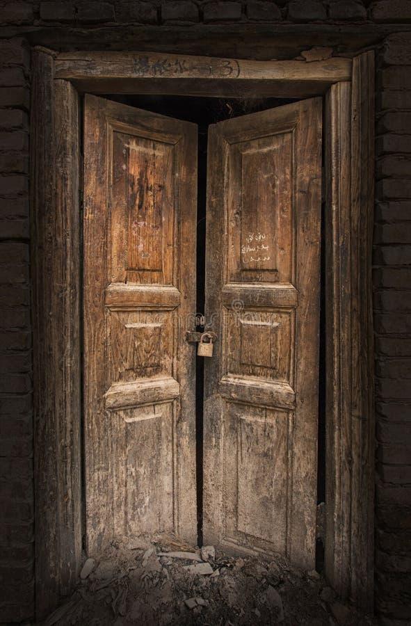 Vecchia Porta Di Legno In Kashgar Città Vecchia Immagine Stock ...