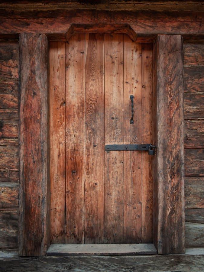 Vecchia porta di legno medievale fotografia stock
