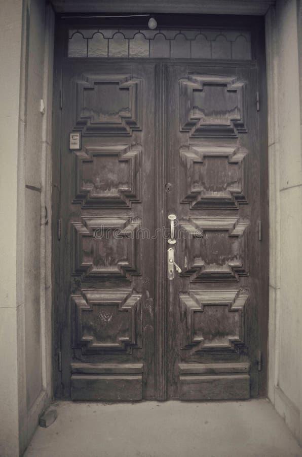 Vecchia porta di legno nel mål di Å immagini stock