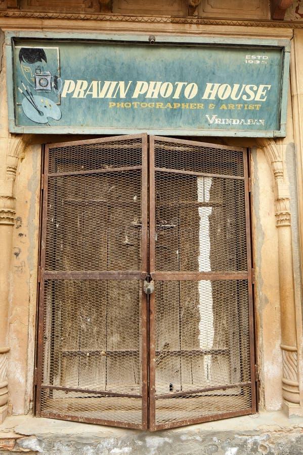 vecchia porta di legno variopinta fotografia stock libera da diritti