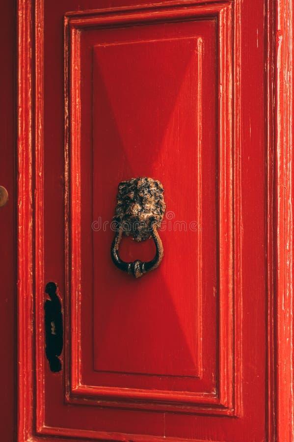 Vecchia porta rossa maltese fotografie stock libere da diritti