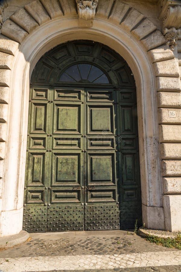 Vecchia porta stagionata immagine stock libera da diritti