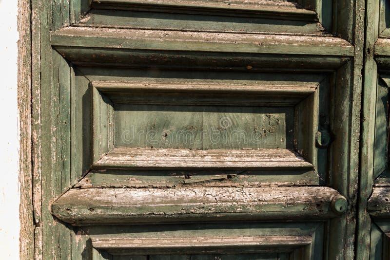 Vecchia porta stagionata fotografie stock