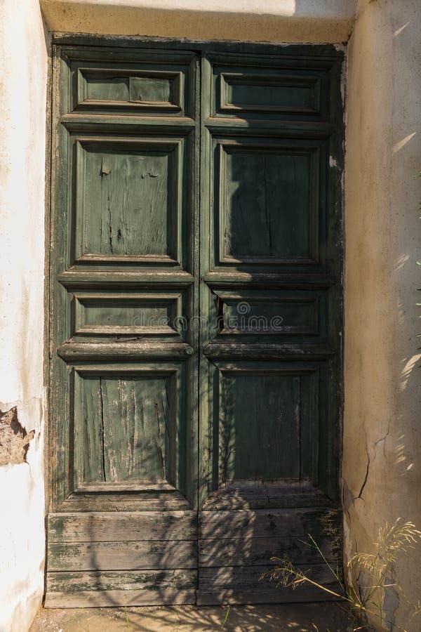 Vecchia porta stagionata fotografia stock libera da diritti