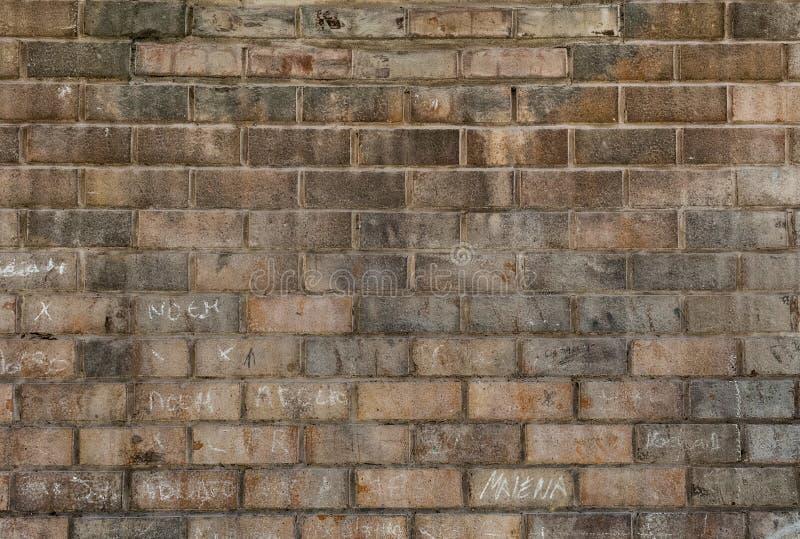 Vecchia priorit? bassa rossa di struttura del muro di mattoni fotografie stock