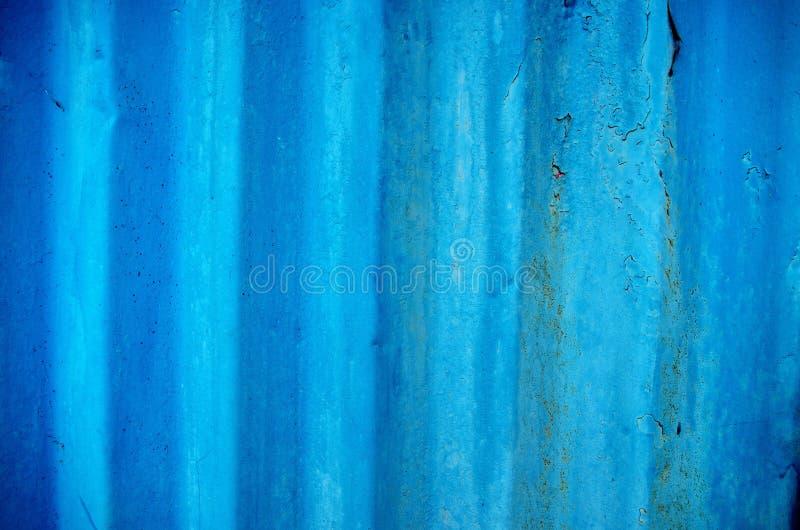 Vecchia progettazione ondulata blu del fondo del metallo e della superficie di struttura fotografia stock