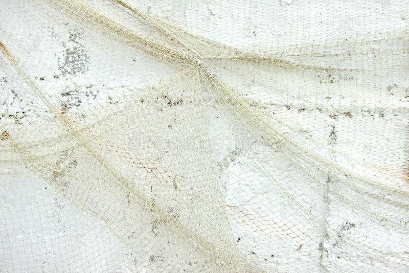 Vecchia rete da pesca sulla parete bianca immagine stock libera da diritti