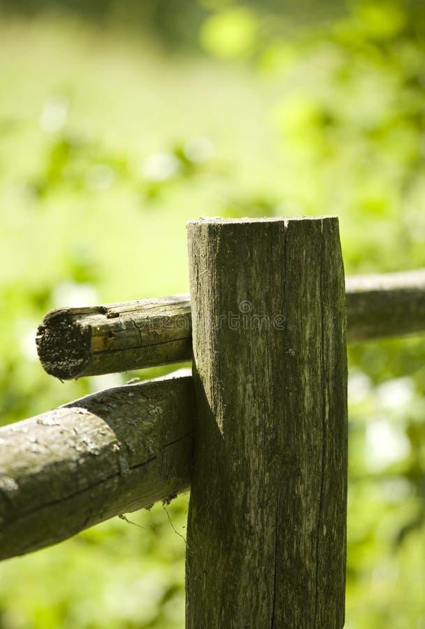 Vecchia rete fissa di legno fotografie stock