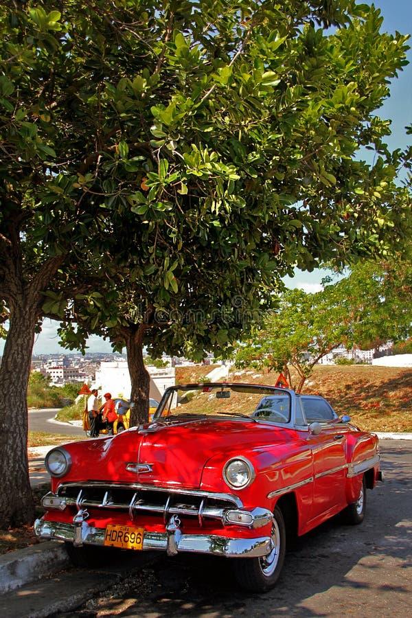 Vecchia retro automobile a Avana, Cuba fotografie stock libere da diritti