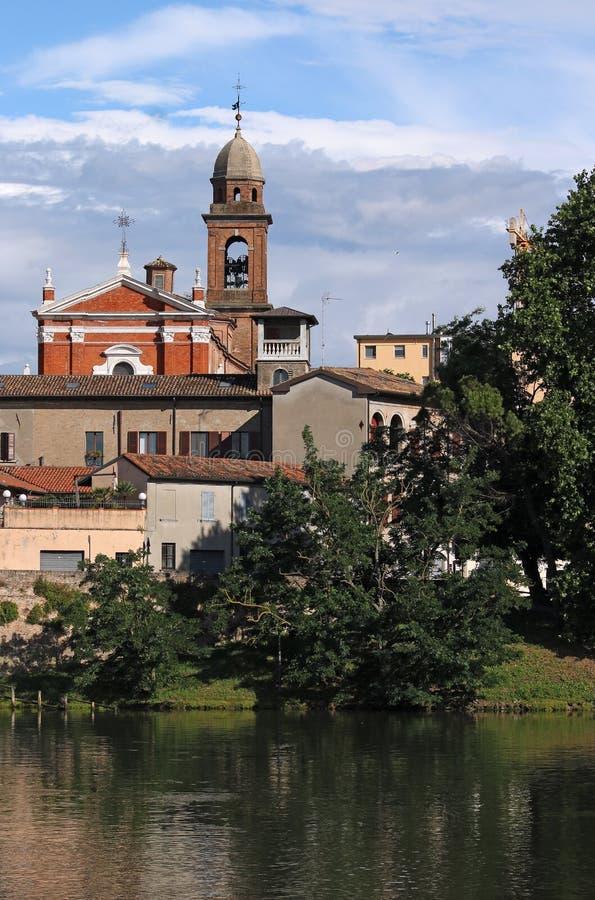 Vecchia riva del fiume della città di Rimini fotografie stock