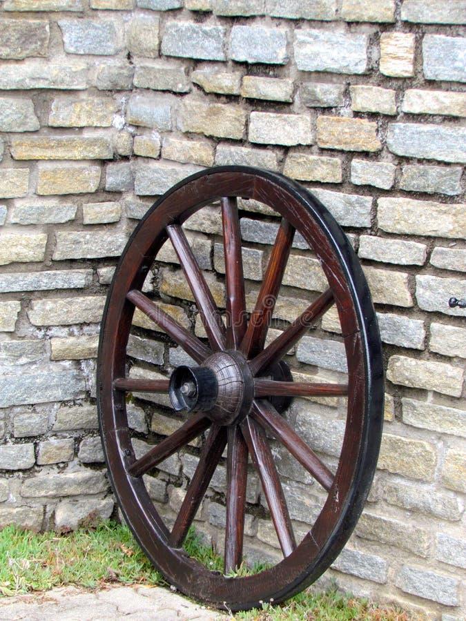 Vecchia rotella di vagone di legno fotografia stock