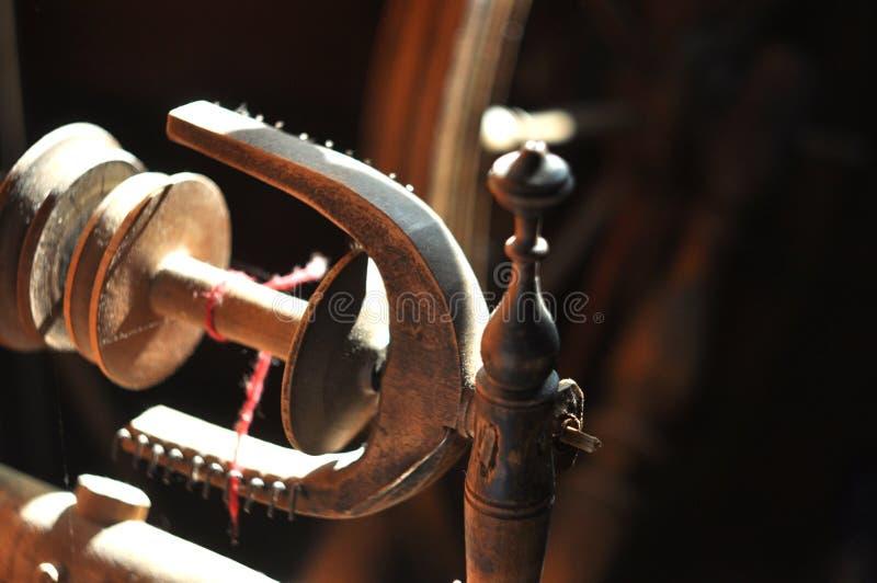 Vecchia ruota di filatura particolari immagine stock