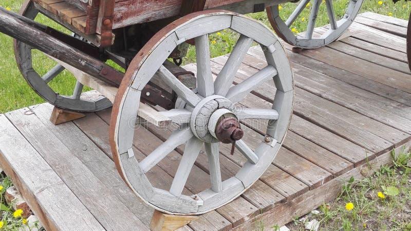Vecchia ruota di legno fotografie stock