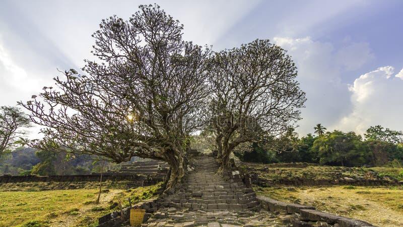 Vecchia scala della roccia al tempio di Wat Phu, Pakse, laotiano del sud fotografia stock libera da diritti