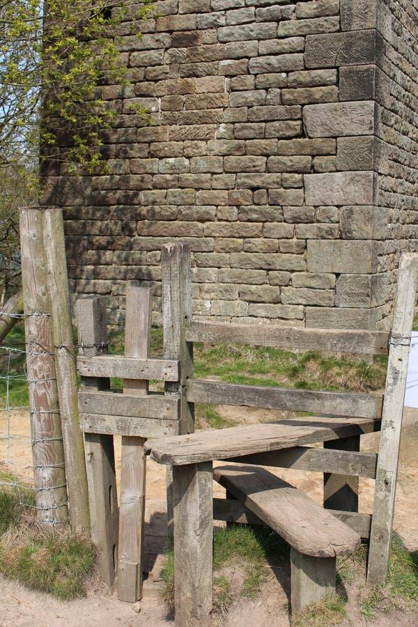 Vecchia scaletta di legno immagine stock libera da diritti