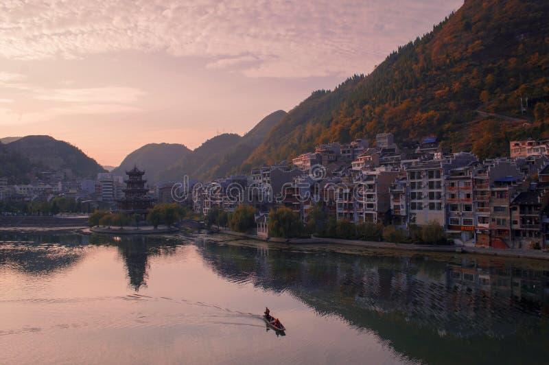 Vecchia scena di tramonto della città di Zhenyuan immagini stock libere da diritti