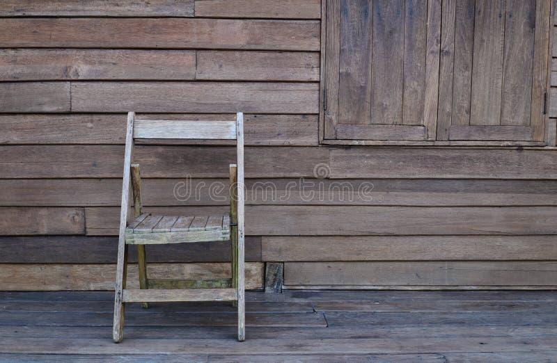 Vecchia sedia di legno fotografia stock