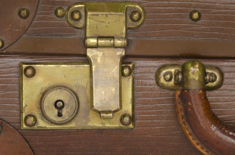 Vecchia serratura della valigia immagini stock