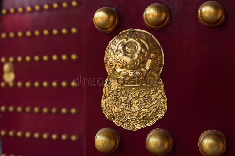 Vecchia serratura di porta cinese con i modelli fotografie stock libere da diritti