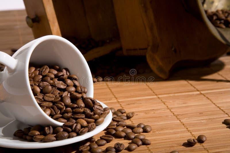 Vecchia smerigliatrice di caffè fotografia stock