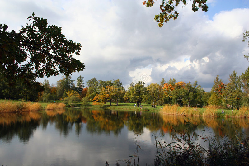 Vecchia sosta variopinta di autunno fotografia stock