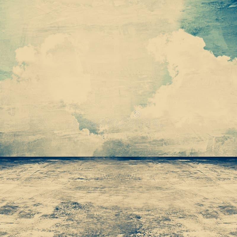 Vecchia stanza concreta grungy come fondo con l'immagine del cielo sulla parete immagine stock