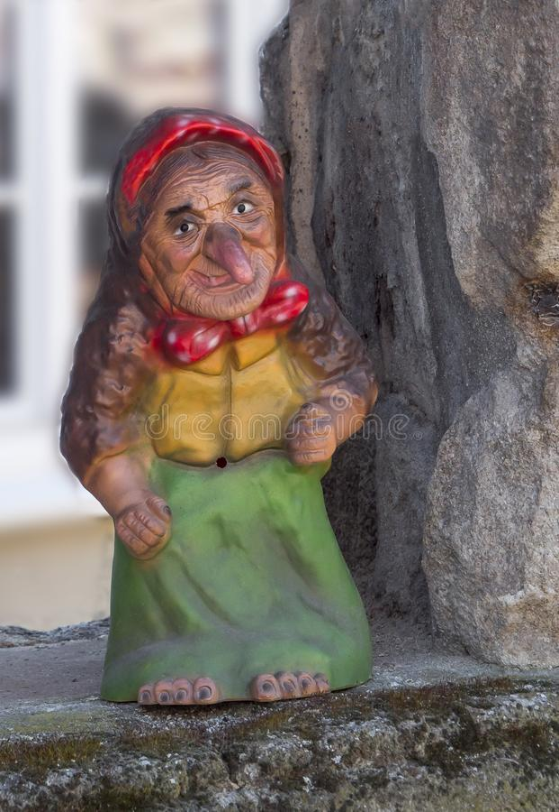 Vecchia statua gentile della strega fotografie stock libere da diritti