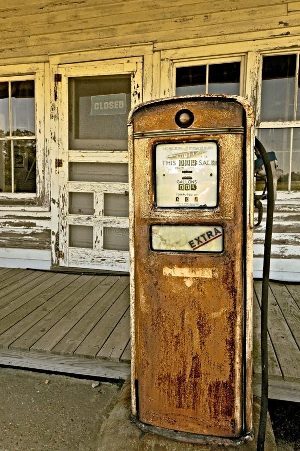Vecchia stazione di servizio immagini stock
