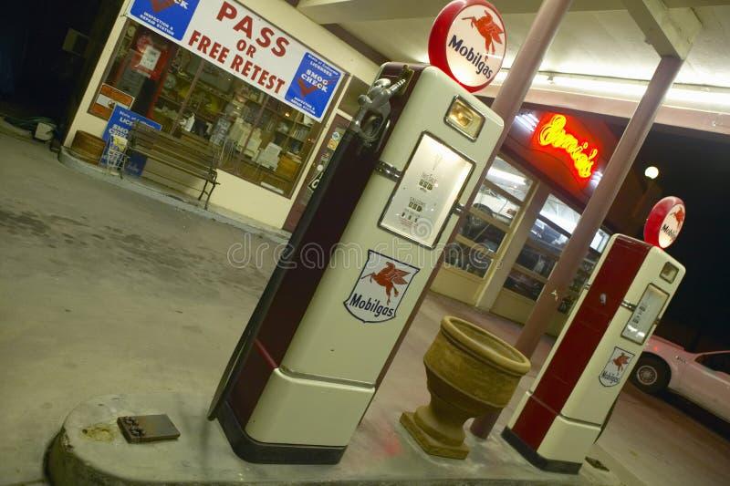 Vecchia stazione di servizio di Mobil del Ernie immagine stock libera da diritti