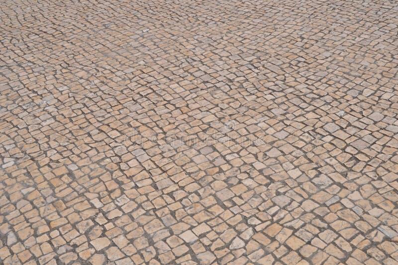 Vecchia strada del ciottolo in città immagine stock