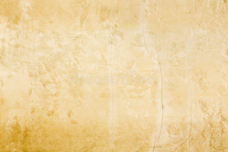 Vecchia struttura classica europea rustica del fondo della patina della parete dello stucco dell'oro di stile immagine stock libera da diritti