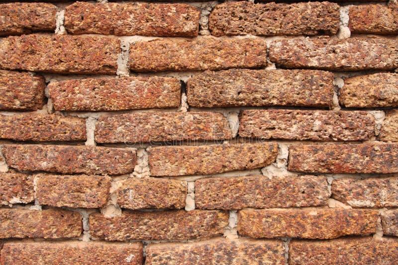 Vecchia struttura del muro di mattoni della laterite di lerciume per fondo fotografie stock