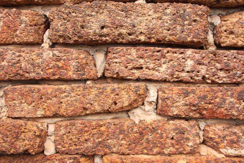 Vecchia struttura del muro di mattoni della laterite di lerciume per fondo immagine stock