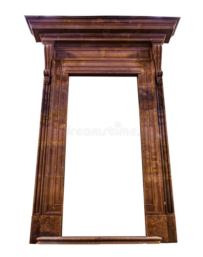 Vecchia struttura di porta scolpita di legno isolata su fondo bianco fotografia stock libera da diritti