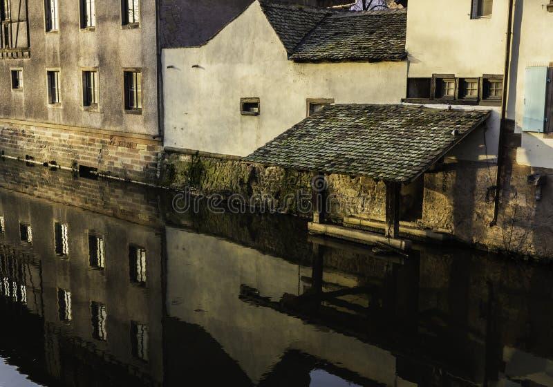 Vecchia struttura medievale del molo immagini stock libere da diritti