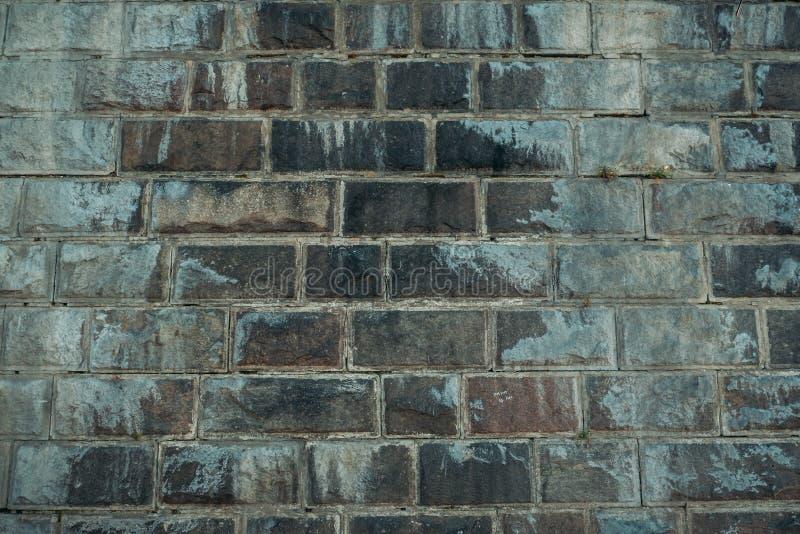 Vecchia struttura stagionata d'annata grigia del muro di mattoni del castello antico Il blocchetto approssimativo di lerciume met immagini stock libere da diritti