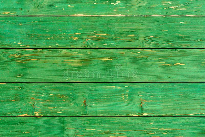 Vecchia struttura stupefacente bella di una parete di legno verde con pittura incrinata immagini stock libere da diritti