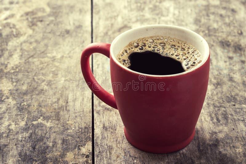 Vecchia tazza da caffè rossa fotografia stock
